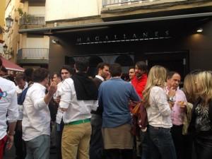 Ambiente en pub Magallanes de Sevilla